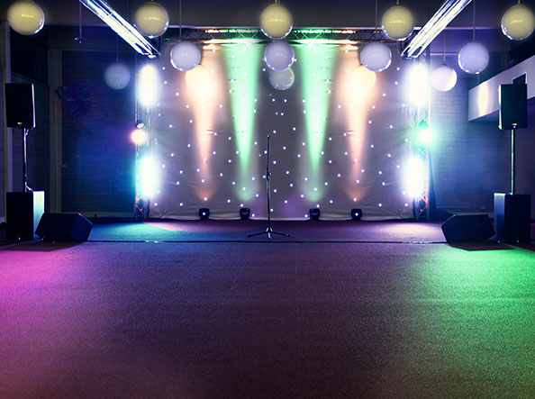 Blue-Mountains-Winter-magic-community-stage-Lighting
